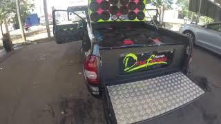 Pick-up Corsa Desaforada com 12 graves e médios Zetta Áudio