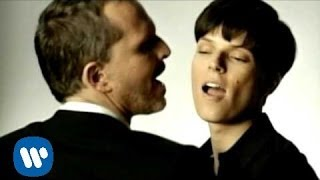 Miguel Bose - Como Un Lobo (feat. Bimba Bosé) (Official Music Video)