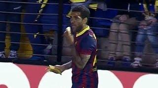 Dani Alves eats banana thrown from fans Villareal vs Barcelona 2014 (Full Video)