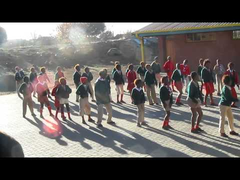 South Africa 2010 – SA scouts dance for us
