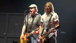 Black Stone Cherry - Rolling In The Deep (Adele Cover) (Cardiff Motorpoint Arena, 23/11/11)