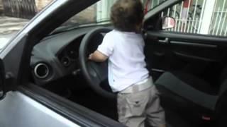 buzinando carro