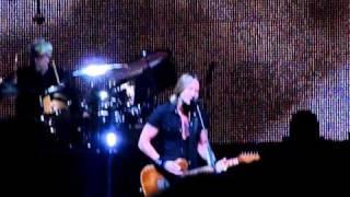 "Keith Urban ""Kiss A Girl"" Live"