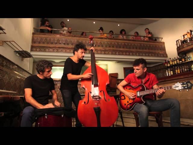 Video de Maga cantando de otra manera en concierto acústico