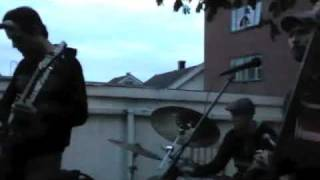 Rastapopoulos - Dancing In The Rain (Live at a gardenparty summer 2009)
