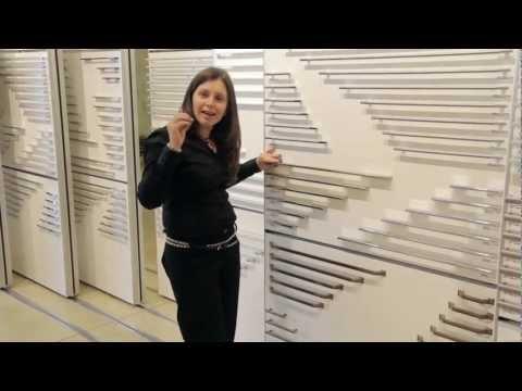 סרטון: החלפת ידיות בארונות המטבח - ידית הופכת רהיט