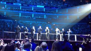 Michael Bublé and Naturally 7 - I Want You Back (Jackson Five cover) - acoustic