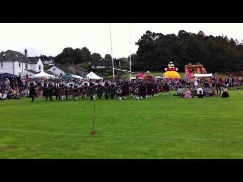 Brodick Highland Games 2011 Pipe bands around the field