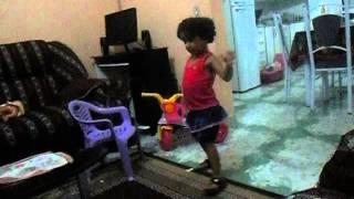 menina de 3 anos dança funk