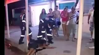 CENAS FORTES Reporter flagra homem agonizando após levar tiro na cabeça