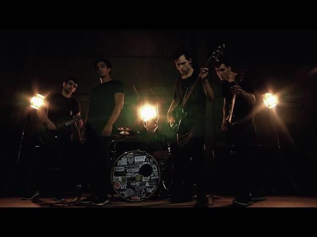 Vídeo oficial de la canción The Thin Line Between Death And Immortality de Brothers Till We Die