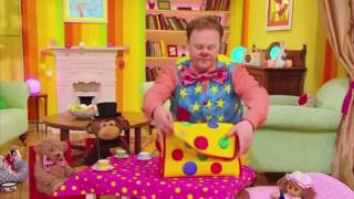 whats in mr tumble's spotty bag?