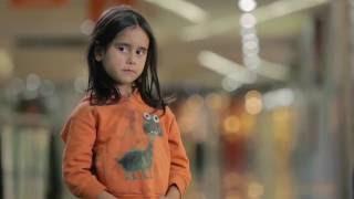 O que você faria se visse essa menina na rua? | UNICEF Angola