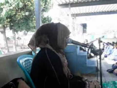 Qariah Sharifah Khasif reciting Al Quran to the children, Durban South Africa 2011.mpg
