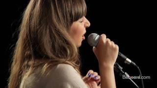 "Esmée Denters - ""Outta Here"" LIVE"