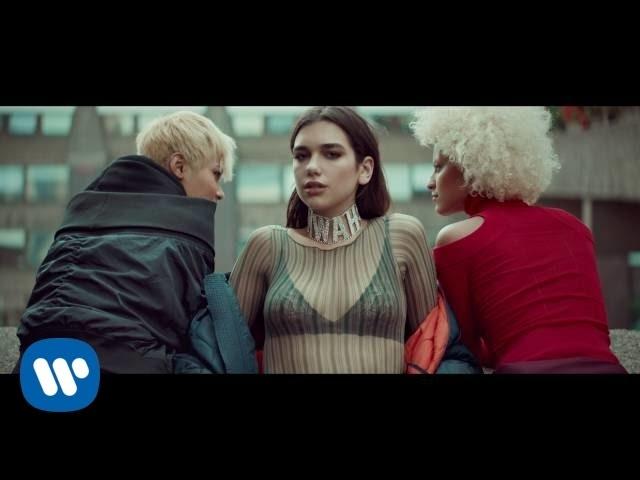 Videoclip oficial de 'Blow Your Mind (Mwah)', de Dua Lipa.