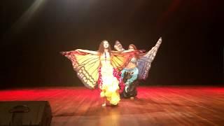 Lorena e Bianca Tucci- Dança do ventre com asas de Borboletas