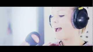 Studio Brussel: Jessy (Mckenzie) - Innocence '12 (live)