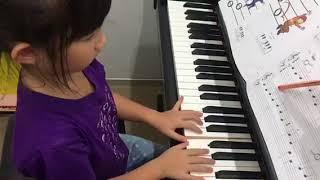 อะยูมิ  เล่นเพลง Surprise Symphony กับ backing track รอบเร็วค่ะ
