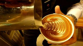Latte art : rosetta            Corea Coffee Belt