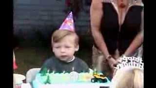 Tio troll estrangando a festa do sobrinho