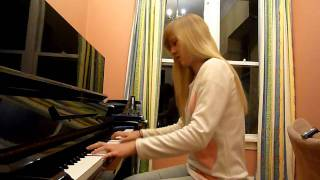 Lara plays Yiruma 'River Flows In You', piano arrangement