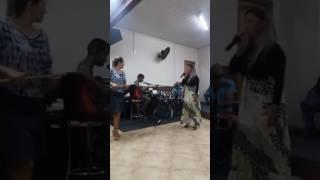Deus é Deus- adorando a Deus no culto Faty e Luiz Fernando