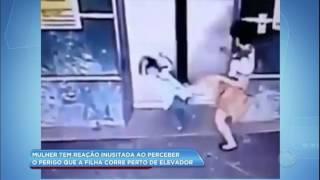 Mãe chuta criança para evitar acidente com elevador