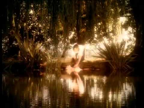 kylie-minogue-where-the-wild-roses-grow-with-nick-cave-and-the-bad-seeds-kyliemusicvideos