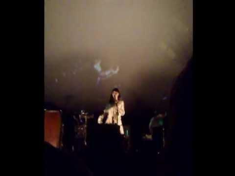feist-woe-be-unreleased-live-carre-15-10-2011-the-netherlands-jasperdeejay