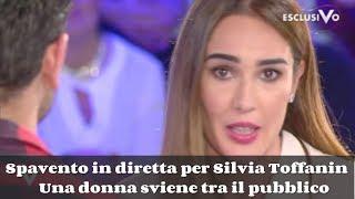 Spavento in diretta per Silvia Toffanin:Una donna sviene tra il pubblico - Video