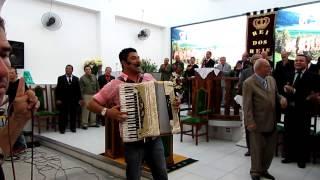 Cantor Lenno Maia Cantando no 34°Aniversário da Igreja Casa da Benção de Deus em Trindade - SG.