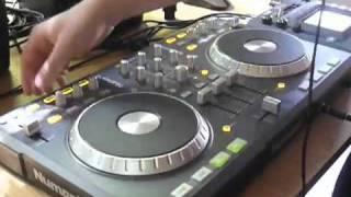 Dj Mix con la console.