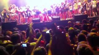 Buraka Som Sistema live @ Pukkelpop 2012 (all the ladies on stage)