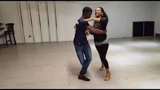 Bailando bachata kizomba style
