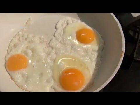 Как в магазине определить свежесть яиц?