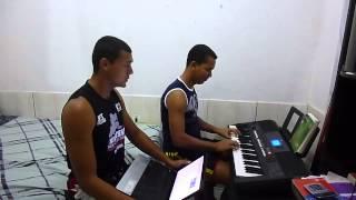 Gilliarde e Thiago canta : Marquinhos Gomes - Ele Não Desiste de Você
