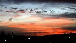 No dia 07 de março de 2013, Deus coloriu o céu de Curitiba com o pôr do Sol.