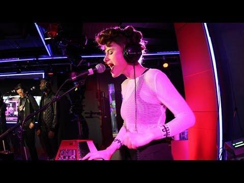 kiesza-hideaway-in-the-1xtra-live-lounge-bbc-radio-1xtra