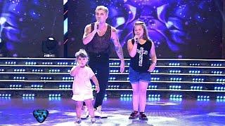 El Polaco cantó en vivo con sus hijas en Showmatch ♥