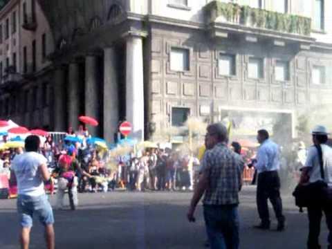 Desfile ecuatoriano en Milan 2009 (1)