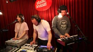 Studio Brussel: CHVRCHES - The Mother We Share (Live)