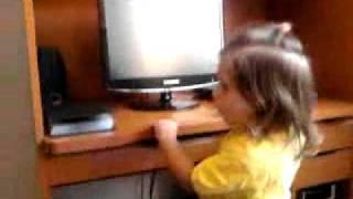 Heloisa com 2 anos e o Chora chora, chora... para de chorar!!!