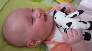 A risada mais fofa de um bebê!