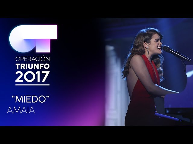 Vídeo de Amaia Romero cantando y tocando Miedo
