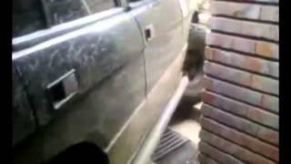 Джип нахлу в подлез в центъра на София!  /  Land Rover brush into a subway in Sofia