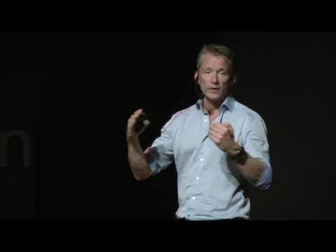 GRENZEN AAN DE TOP | Wilco Dekker | TEDxGooisemeren photo