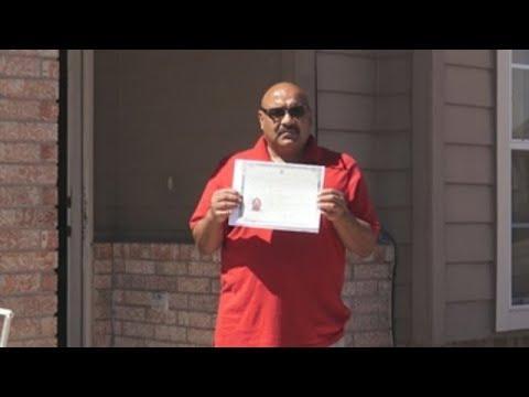 Al cabo de ardua batalla legal, veterano deportado regresa como ciudadano a EE.UU.