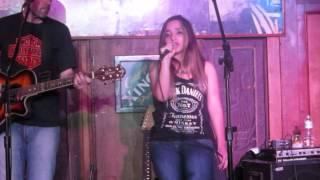 Bianca Monteiro - Rolling in the Deep (Participação especial no show da banda Eruption 01/11)