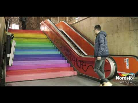 Lets Colour eksperiment - hvem velger fargerik trapp istedenfor rulletrapp?